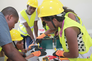 Wiring session during the simulation phase during training in solar entrepreneurship at Energy Generation