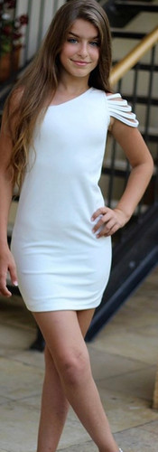 שמלה לבנה כתף