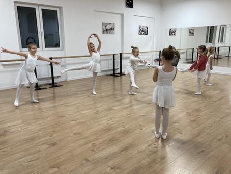Tańczyć czy nie tańczyć? O zaletach baletu dla dzieci