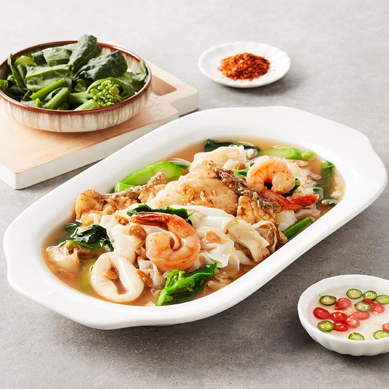 Rad Na with Seafood