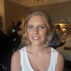 Timeless bridesmaid makeup
