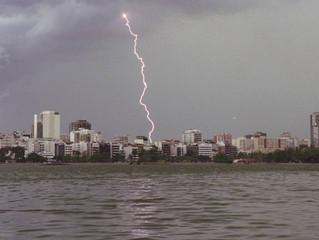 Temporada de chuvas e tempestades demanda cuidados com para-raios