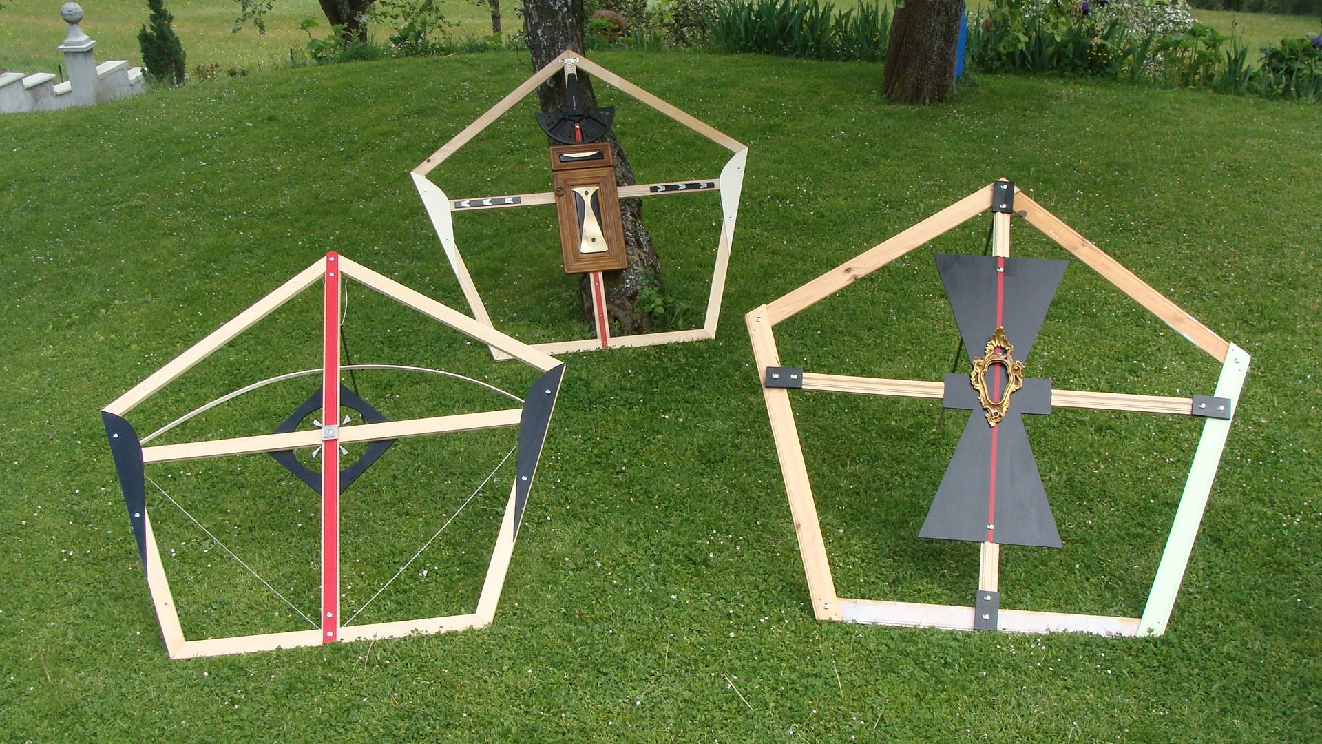 Installation trois pentagones