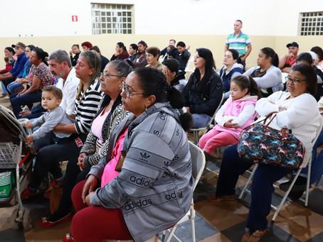 Itesp e prefeitura de Balbinos entregam títulos de propriedade para 30 moradores do bairro Vista Ale