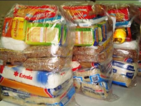 Prefeitura começa a distribuir cestas básicas para trabalhadores que mais sofrem com a pandemia