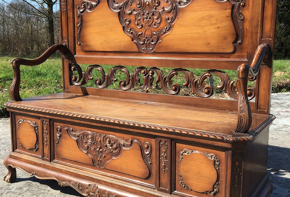 Beautiful Chippendale Bench