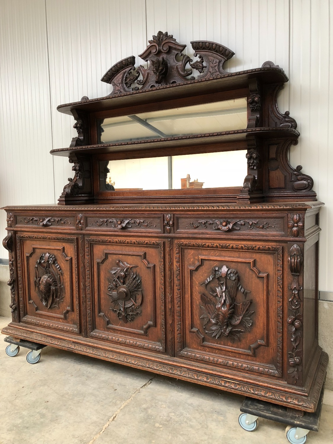 Antique hunt server