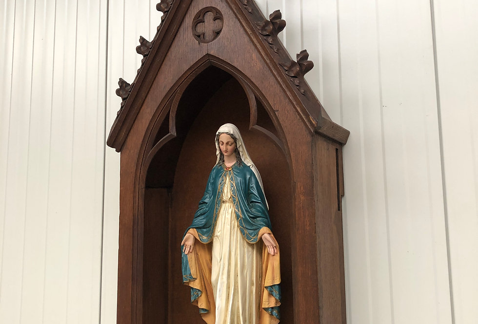 Gothic chapel in wood + madonna statue