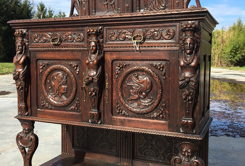 Highly Carved Neo Renaissance Credenza in oak circa 1880