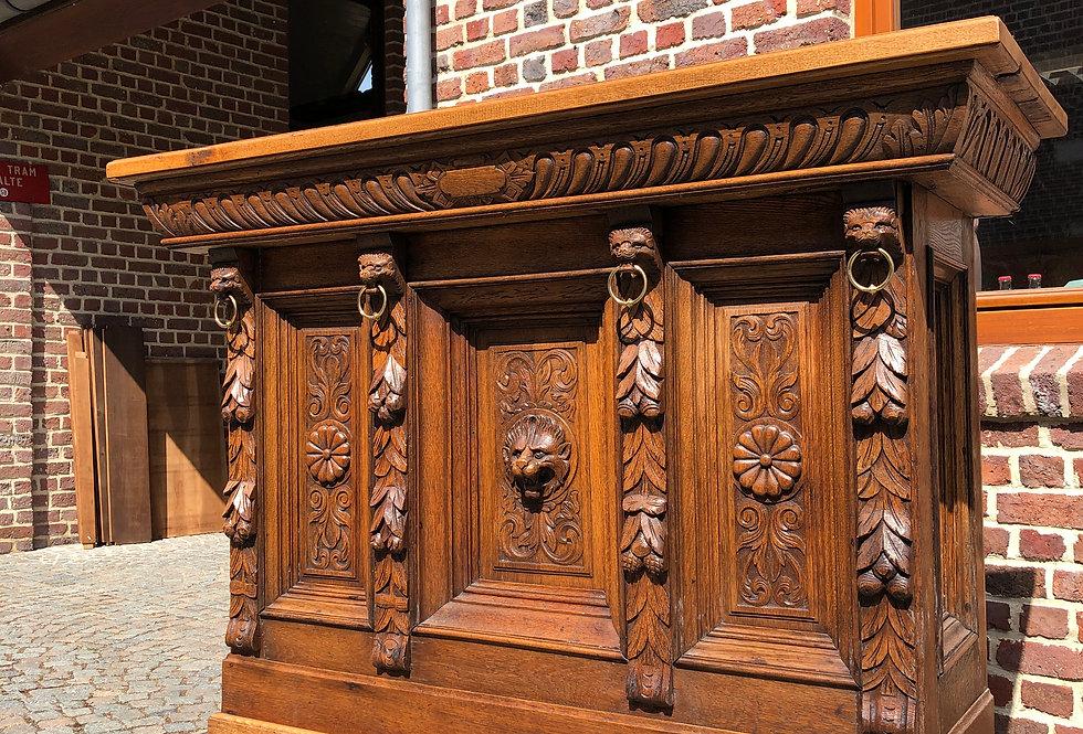 Mechelen Renaissance Bar/Counter