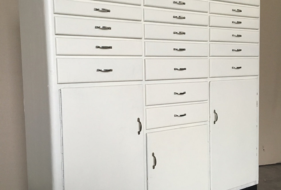 Vintage industrial Dentist  Cabinet/Apothekers dokters kast hout