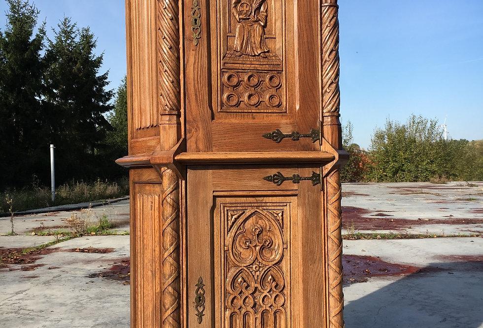 Nice Gothic Cabinet in oak circa 1900