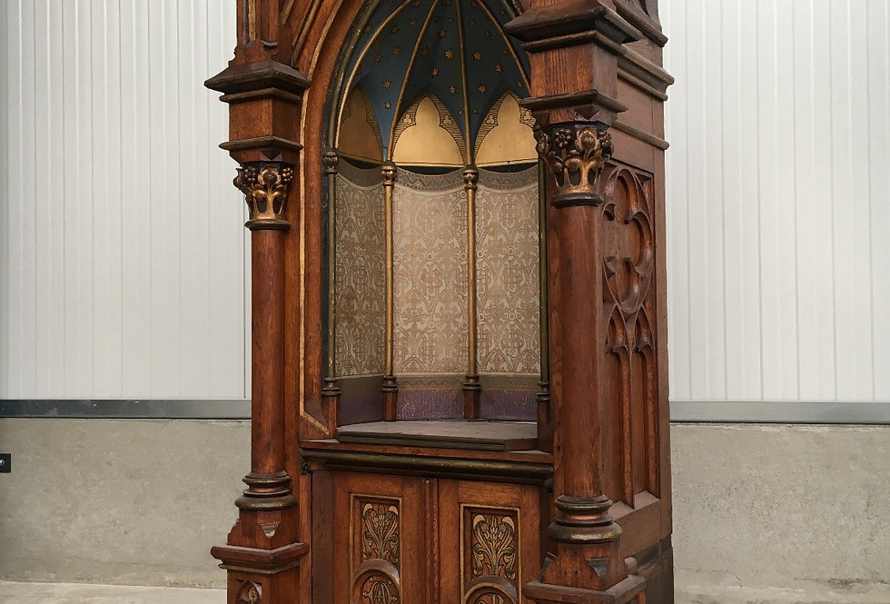 Beautiful & Large Gothic church chapel / display / Tabernacle