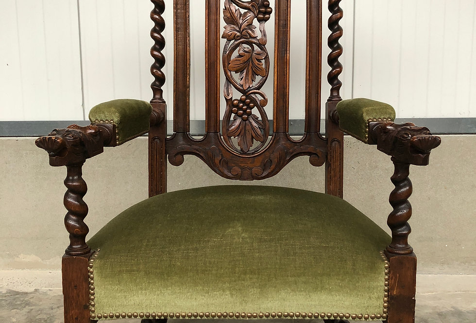 Hunt Armchair with faces in oak