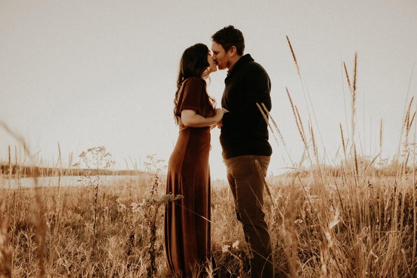 couple kissing isle du bois state park