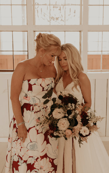 mother and daughter wedding pictures