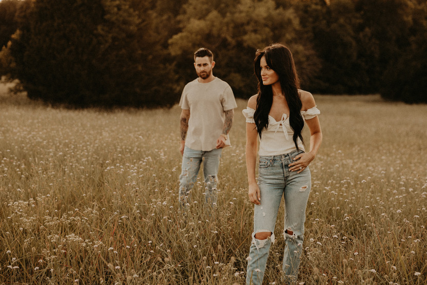 cool engagement photos in field