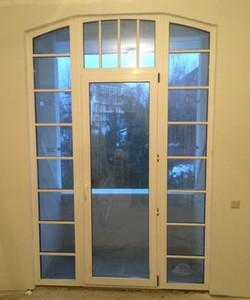 Арочная дверь Rehau
