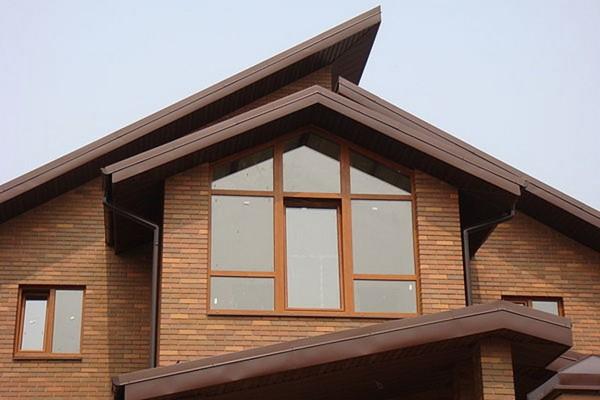 Треугольные окна Rehau с ламинацией