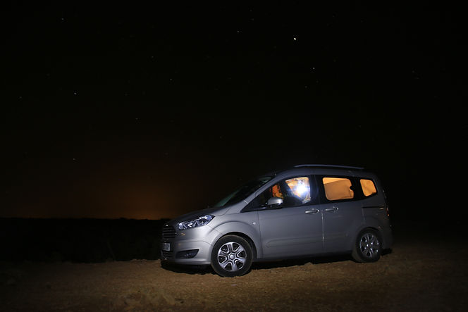 Ford Tourneo Courier de noche
