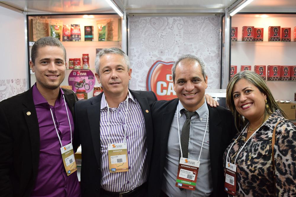 João Luiz Maia e Márcio Reis Maia (gerente comercial e diretor comercial do Café Cajubá) com Milson Santos (Amis) e Patrícia Borges (Super Maxi).