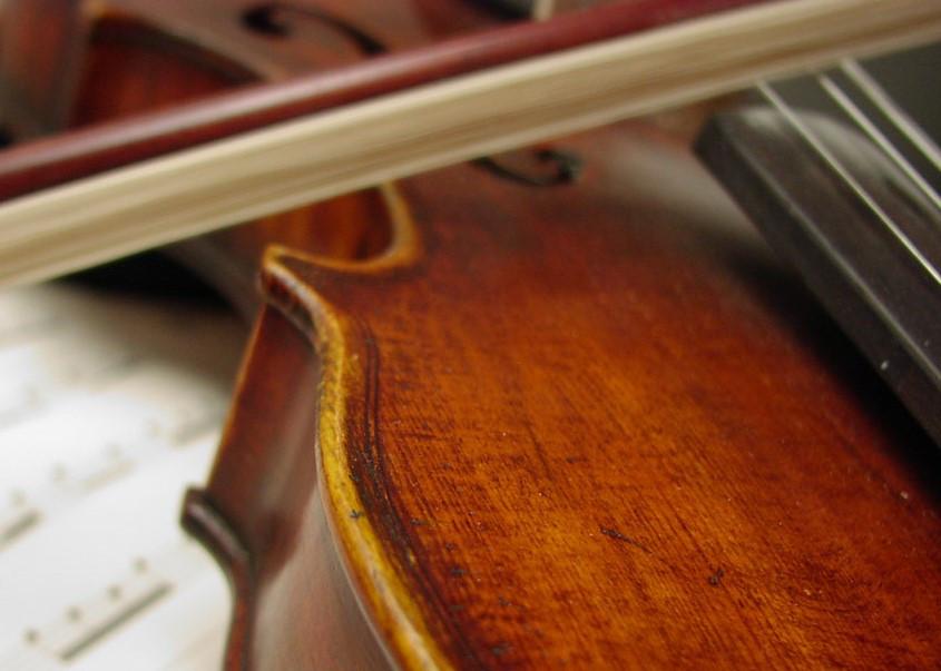 Violin_With_Sheet_Music_freecomputerdesktopwallpaper_1024 (2).jpg
