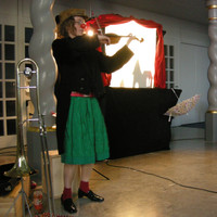 Theater Im Zelt  Stück: Einfach Andersen Antje Vetter: Violine, Posaune Foto: Olaf Nollmeyer