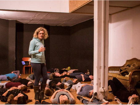 Practice Yoga with Linnea and other lovers of english theatre.