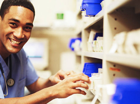 5 Reasons to Become a Pharmacy Technician