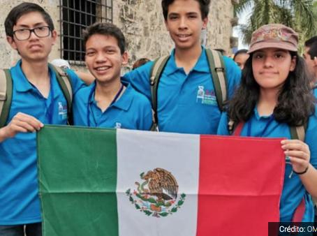 Mexicanos que apoyó Guillermo del Toro ganan oro en Olimpiada de Matemáticas Centroamericanas.