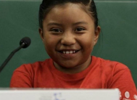 Niña mexicana gana premio de ciencia nuclear por su invento.