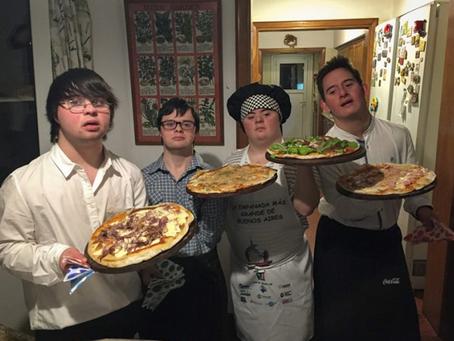 4 amigos con Síndrome de Down abren su propia pizzería