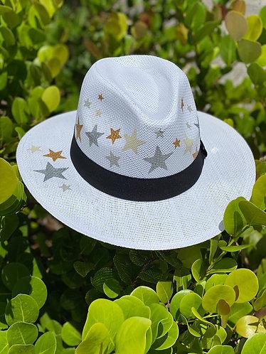 Beach hat Malú stars