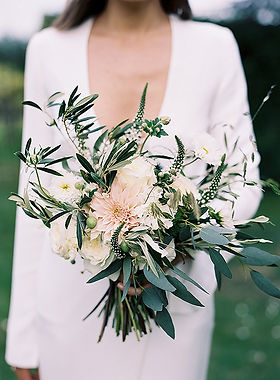 bridal-bouquet-of-dahlia-and-eucalyptus-