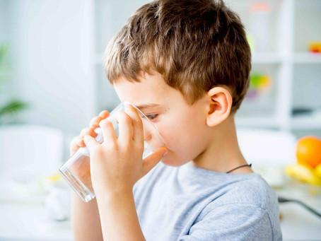 Saiba como manter as crianças hidratadas e saudáveis neste verão