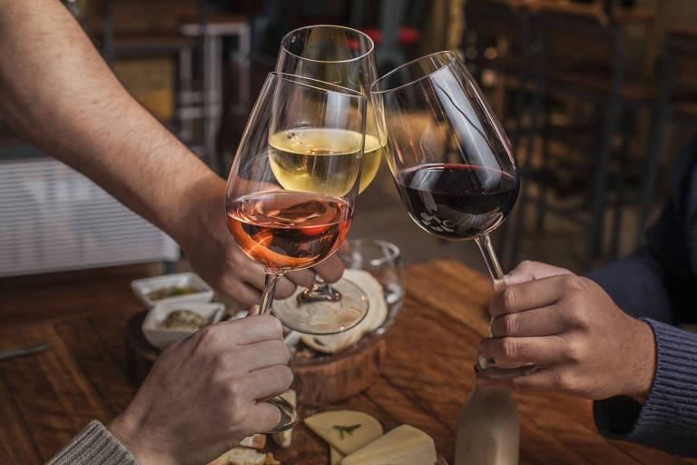 dc96252f6d Fim de semana em casa  Separamos dicas de vinhos especiais!