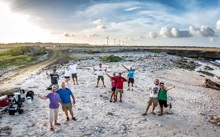 Bonaire beach clean up volunteers - Photo by Amy Weir