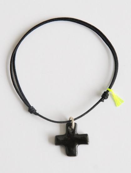Bracelet Essentiel noir croix noire
