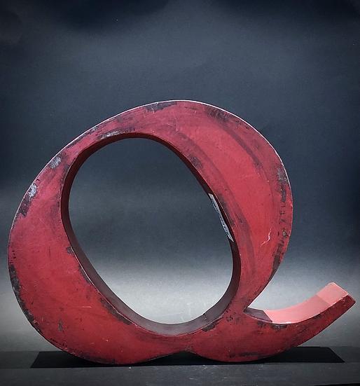 """Lettre """"Q"""" rouge"""