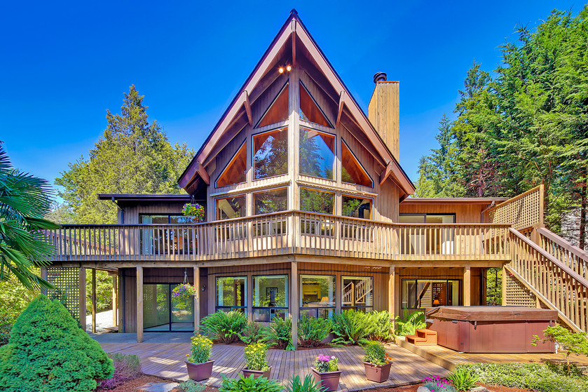 Superb North West design home on tranquil Echo Lake. I want...
