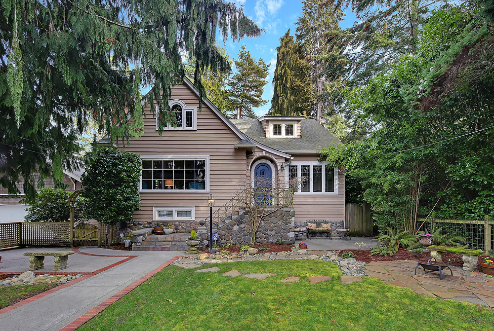 West Seattle real estate. Shot2Sell. Lincoln Park. Tudor house. Christophe Servieres