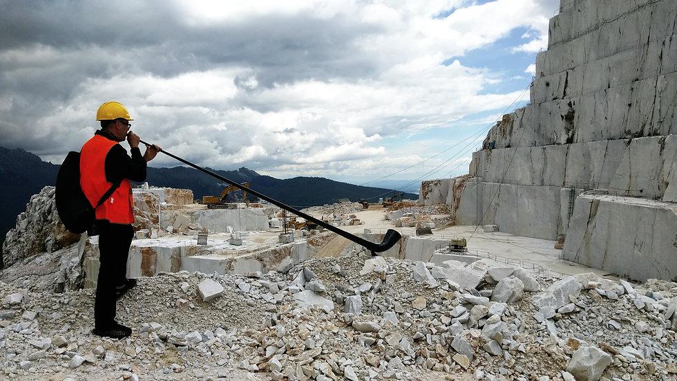 Alphorn in Carrara.jpg