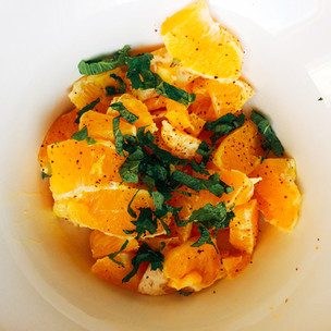 Oranges with mint, honey, olive oil and cayenne