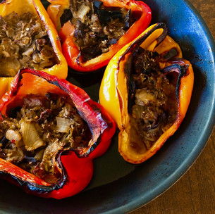 Peppers stuffed with broccoli rice, leeks and porcini
