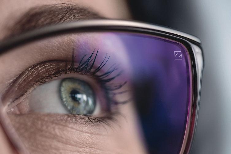 Auge mit entspiegeltem Brillenglas von Z