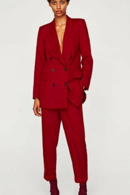 Бордовый брючный костюм