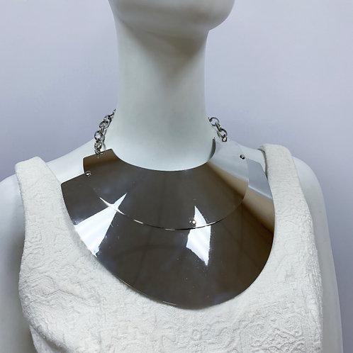 Колье-гридна из металлических пластин