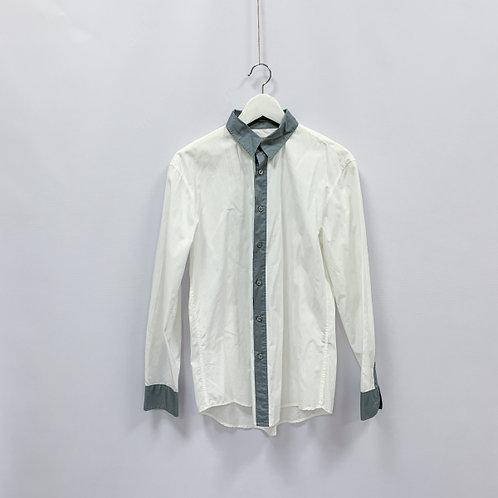 Белая рубашка с серой оторочкой