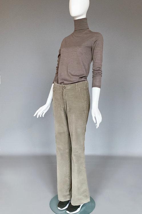 Брюки вельветовые, посадка на косточках, штанины широкие, слегка расклешенные