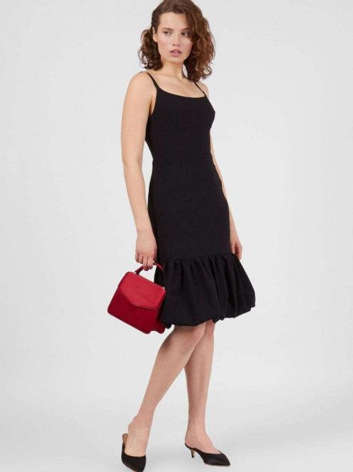 Черное платье на лямках